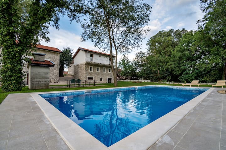 Stara kuća Estate - House Barba with Swimming Pool