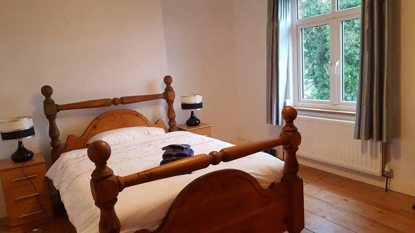Double Room with a view over Leek