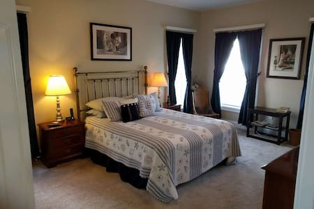 CC- Closest house - Master Bedroom-Queen new bed - Cleveland - Casa