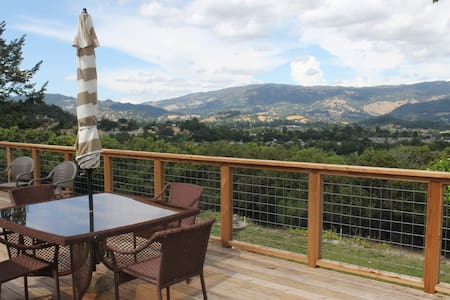 Ranch House Peaceful Getaway with Amazing Views - Cloverdale - Casa