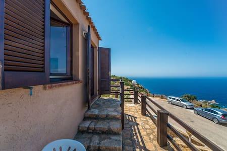 CASA VACANZA FRONTE MARE 1 - Costa Paradiso - Wohnung