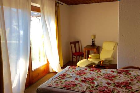 Helles Zimmer mit eigener Westterrasse