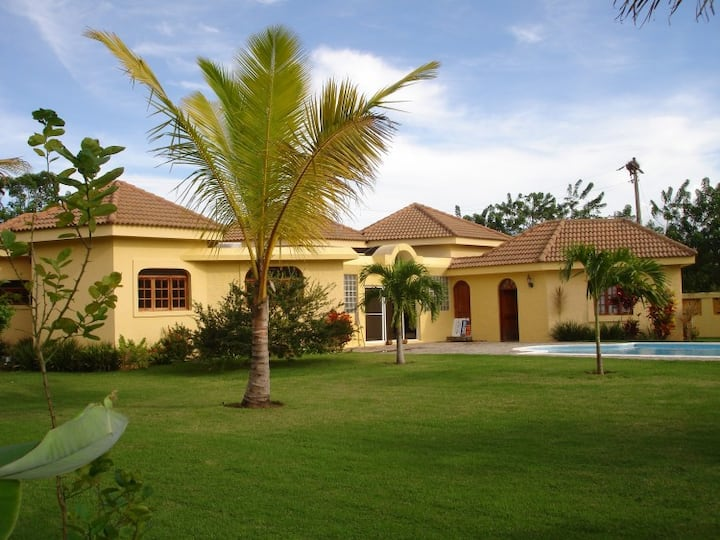 Guest Friendly Airconditioned Villa with Pool