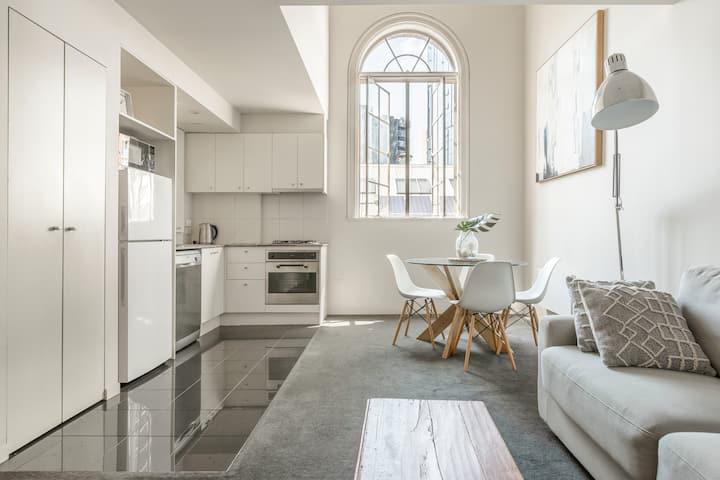 Modern & Spacious CBD NY Style Loft