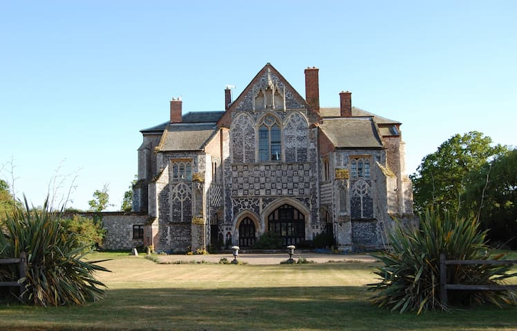BEAUTIFUL HISTORIC COUNTRY HOUSE - Suffolk
