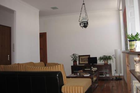Cozy & Brite Apartment