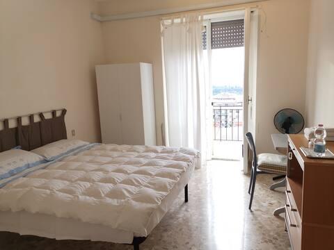 Stanza con balcone e vista su Perugia