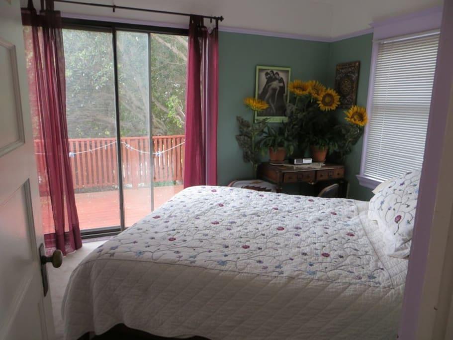 Master bedroom -queen size bed