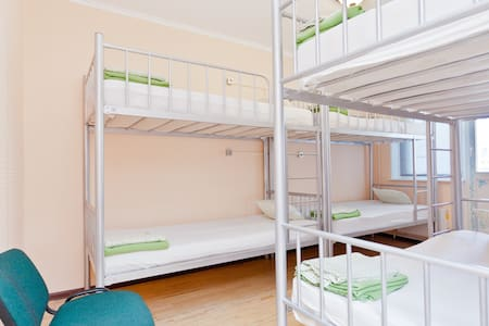 Beds in shared room, for GIRL, 6ppl