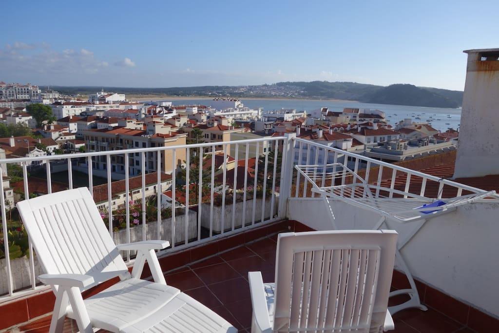 Terraço do apartamento com vista para a linda Baía ao nível dos quartos