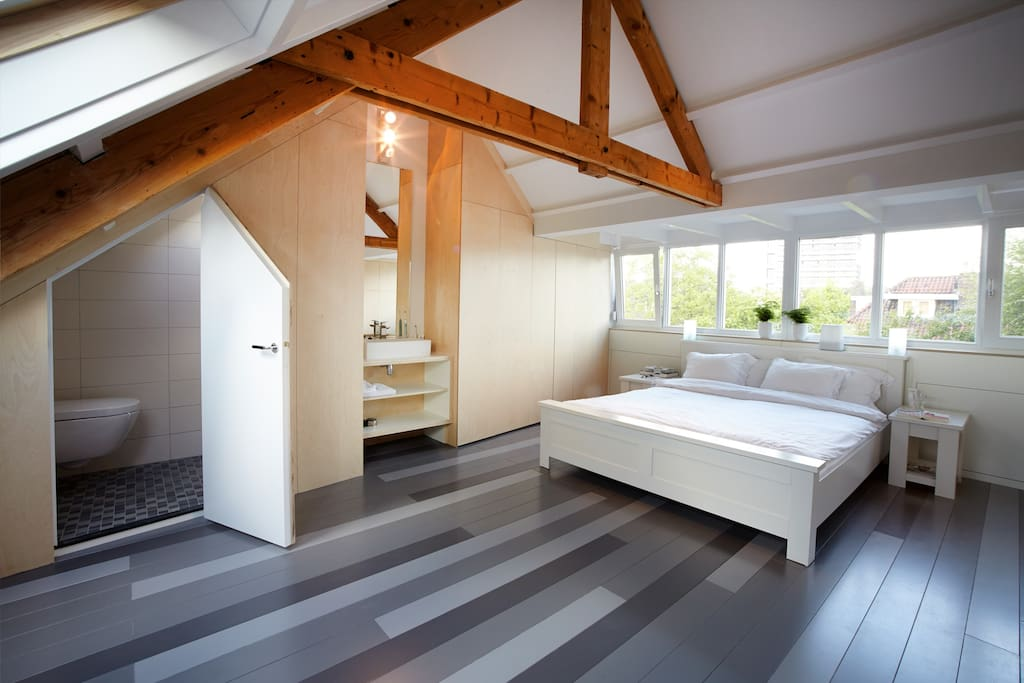 Master bedroom, bathroom, airconditioning