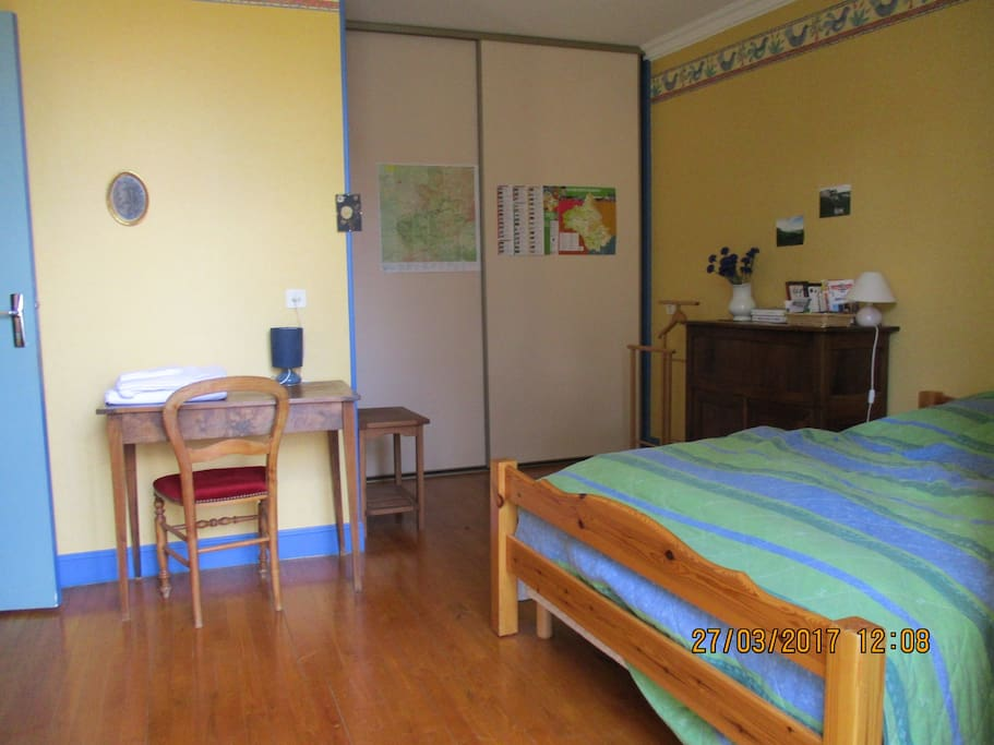 Chambre d 39 h te plein c ur de millau houses for rent in for Chambre hote millau