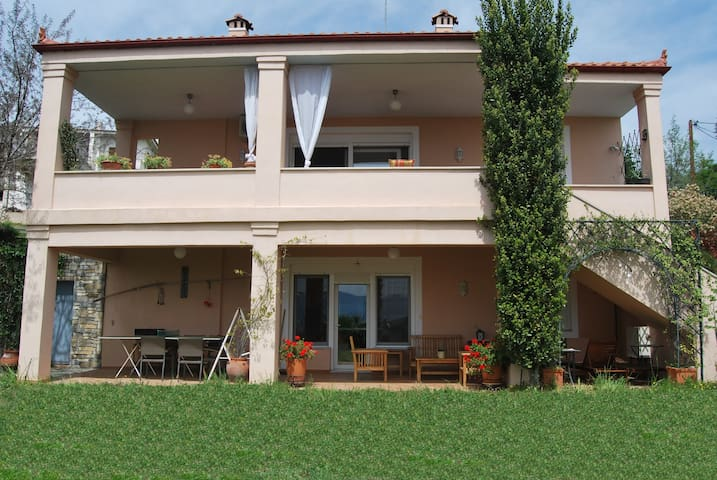 Two-floor 4-bedroom villa in Raches - Raches - Villa