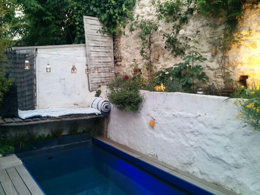 Appt maison design piscine garage houses for rent in for Piscine design marseille