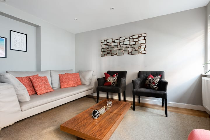The Norfolk Maisonette - Lovely 4BDR Mews Home