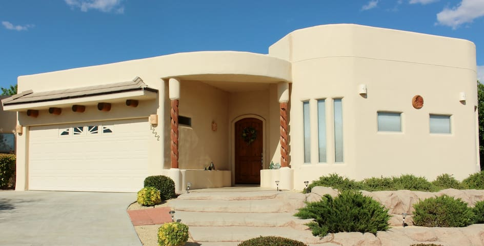 Large Luxury Home WPool & Jacuzzi - Las Cruces - Hus