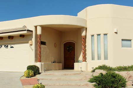 Large Luxury Home WPool & Jacuzzi - Las Cruces - Casa