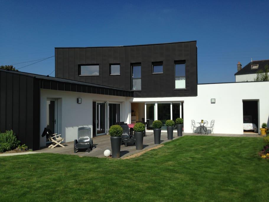 maison contemporaine au calme centre bretagne maisons louer loud ac bretagne france. Black Bedroom Furniture Sets. Home Design Ideas