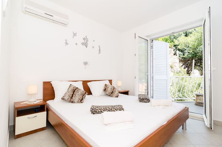 GH Daniela- Double Room with Balcony and Sea View