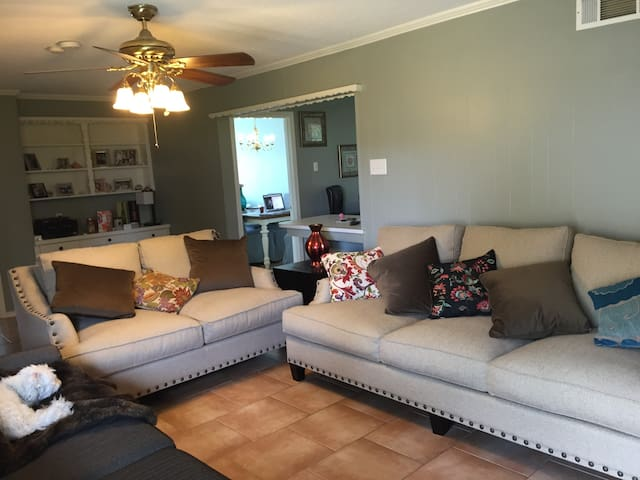 Beach House! 4 Miles from Downtown! - Dallas - House
