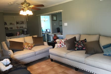 Beach House! 4 Miles from Downtown! - Dallas - Hús
