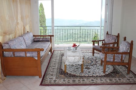 Apartment with a great view - Chlomos - Apartemen