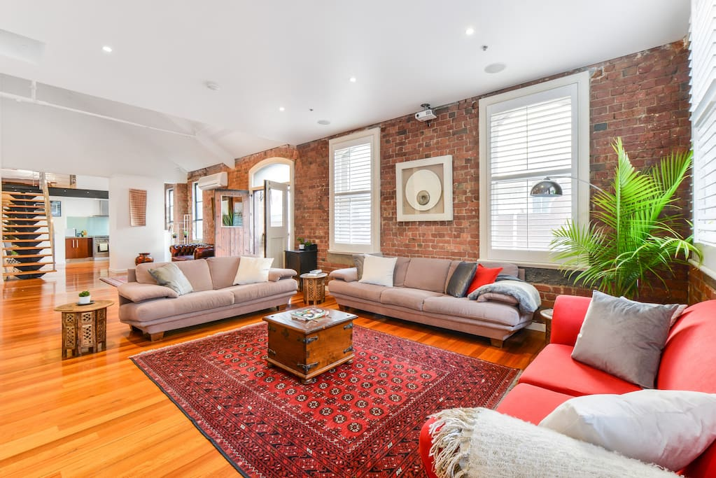 Welcome to Tribeca! A comfortable and spacious left in CBD!