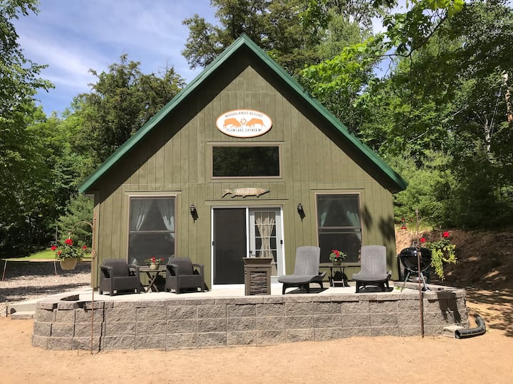 New Chalet Style cabin located on Plum Lake