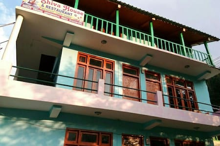 Stay in Pulga with 360° Himalayan view - Kasol - Bed & Breakfast