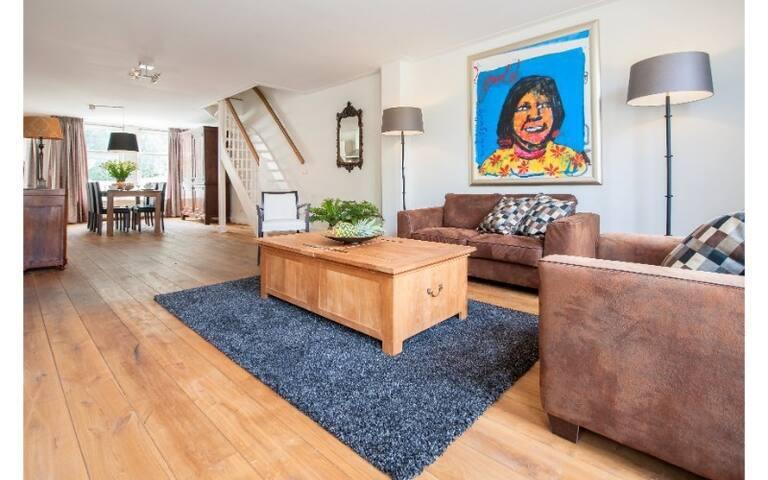 2 Bedroom duplex apartment in middle of Jordaan!