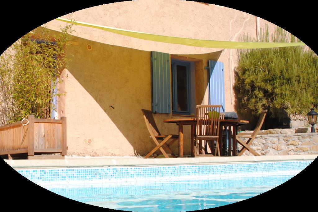 appartement ensoleillé devant la piscine et vue magnifique