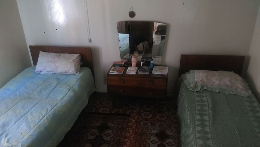 Grandpa's Classic Home - Uitenhage - Casa cueva