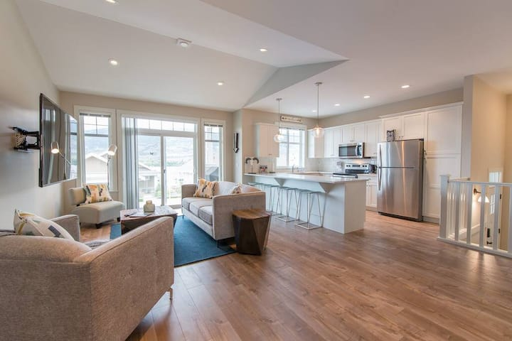 Stunning 4 Bedroom on Osoyoos Lake with Boat Slip