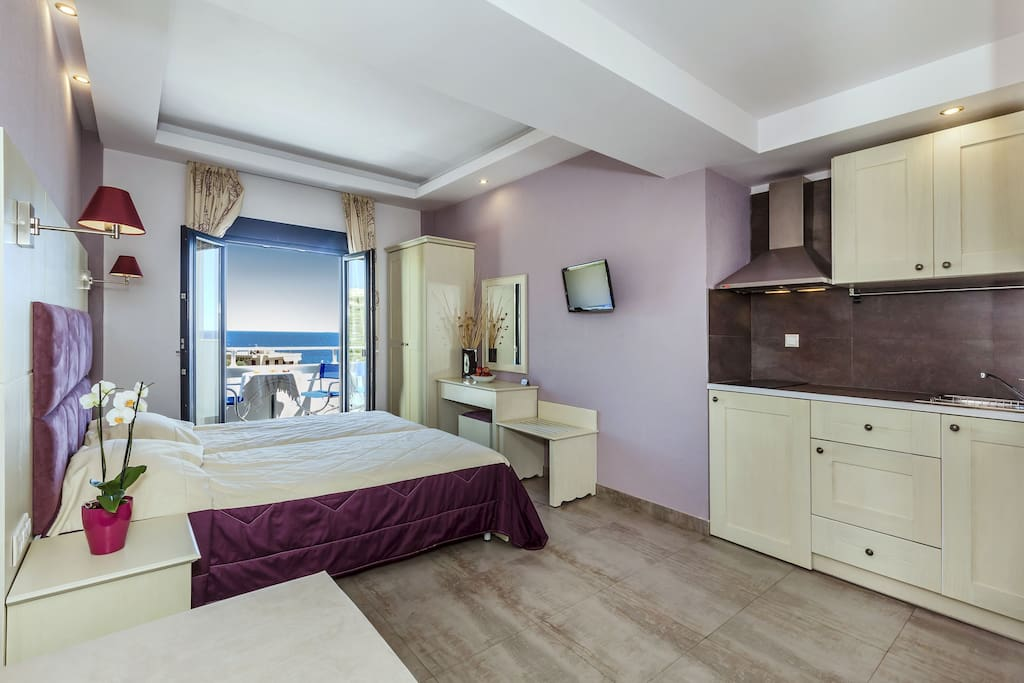 Bedroom in purple and sea view