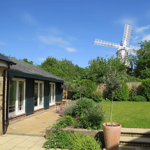 Attractive 2 bed garden apartment - Cambridge - Lägenhet