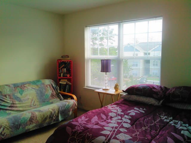 Quiet Bedroom & Dedicated Full Bathroom - Leland - Apartamento