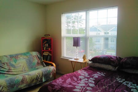 Quiet Bedroom & Dedicated Full Bathroom - Leland - Daire