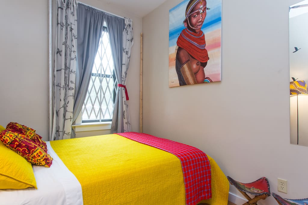 The Masaai room, feel like a warrior when you sleep here. My favorite room. Got the painting while traveling home in Tanzania.