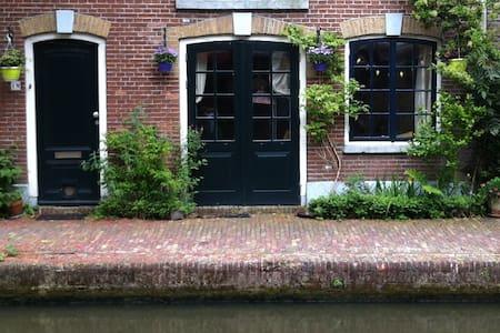 B&B aan de Werf/ Historic Wharf apt - Utrecht - Bed & Breakfast