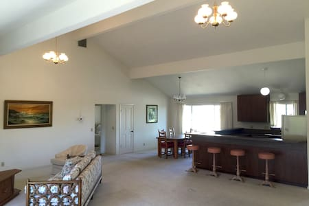 2BR guest house near Stanford w spectacular views - Los Altos Hills - House