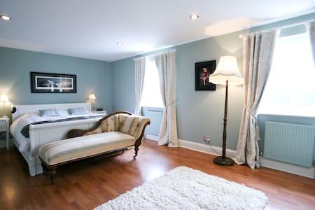 Luxurious detached house,  Bath - Huis
