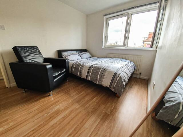 Spacious Double Room - NEAR Excel, Stratford & O2