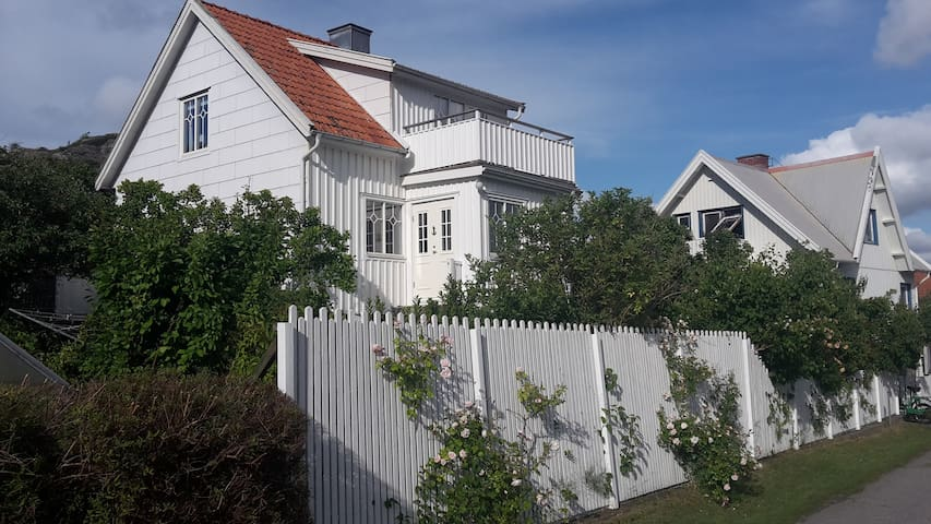 Dora's house on Dyrön - Tjörn S - House