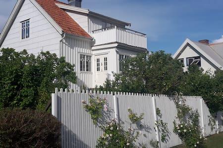 Dora's house on Dyrön - Tjörn S - 一軒家