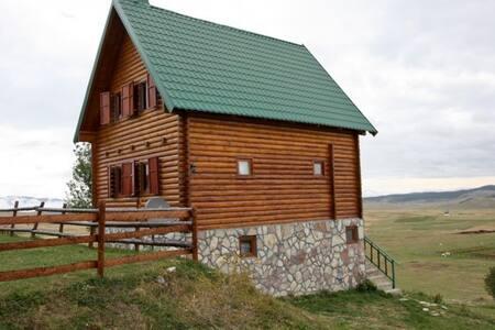 Cozy wooden house with 4 bedrooms in Zabljak - Virak