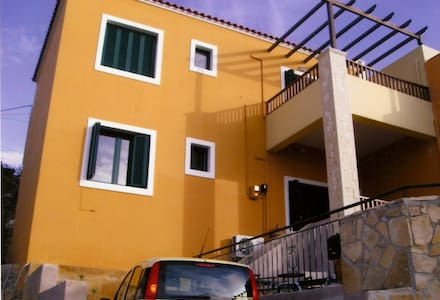 A beautiful condominium with pool - Kokkino Chorio - Condominium