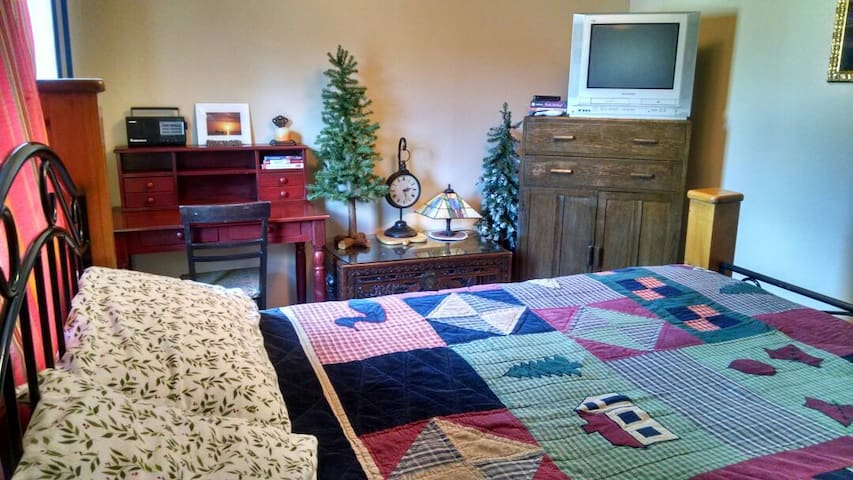 Cozy NW room in Fall City. - Fall City - House