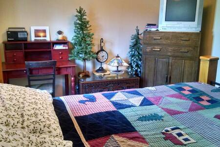 Cozy NW room in Fall City. - Fall City - 獨棟