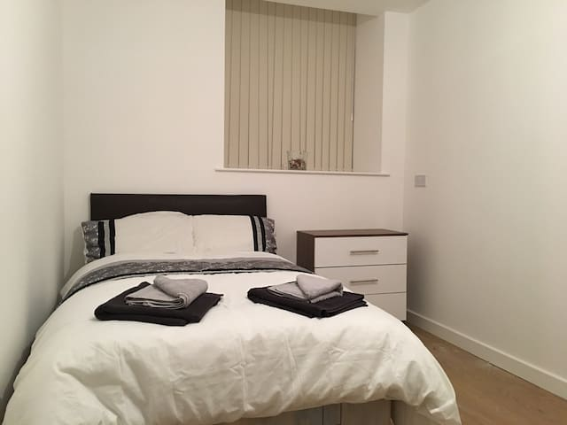 New refurbished - Private cosy room with ensuite 7 - Bradford - Daire
