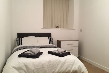 New refurbished - Private cosy room with ensuite 7 - Bradford - Lägenhet